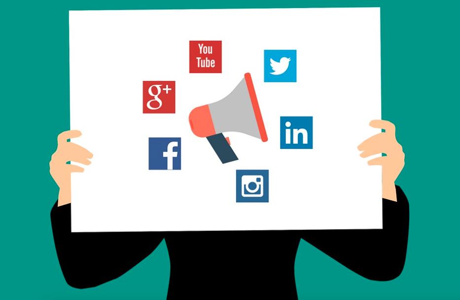 Logos for Twitter, LinkedIn, Instagram, Facebook, Google Plus, and YouTube