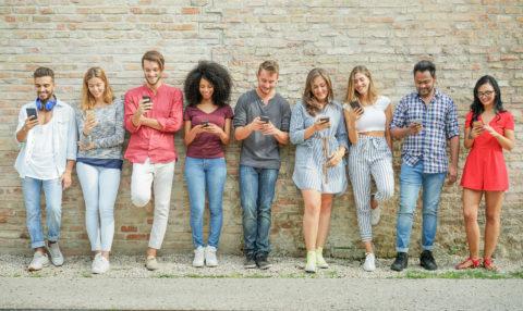 millennials using smartphones